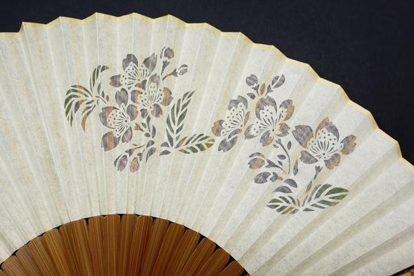 扇子2019・婦人用3種|日本的で趣のある親骨の絹張り扇子