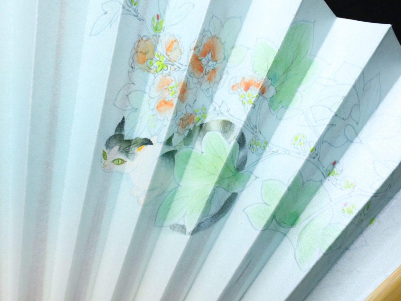 漆喰扇子 婦人用2021-2 猫、金魚、季節の花、抗ウイルス・抗菌・消臭機能付地紙使用の京扇子。