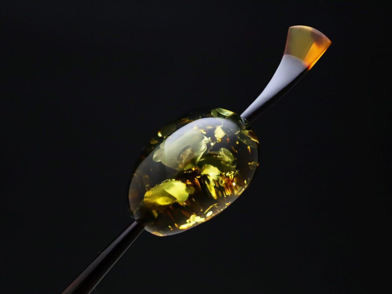 べっ甲バルティックアンバー(琥珀)一本挿し2021・2種|美しい天然琥珀の上品な輝きを纏う。