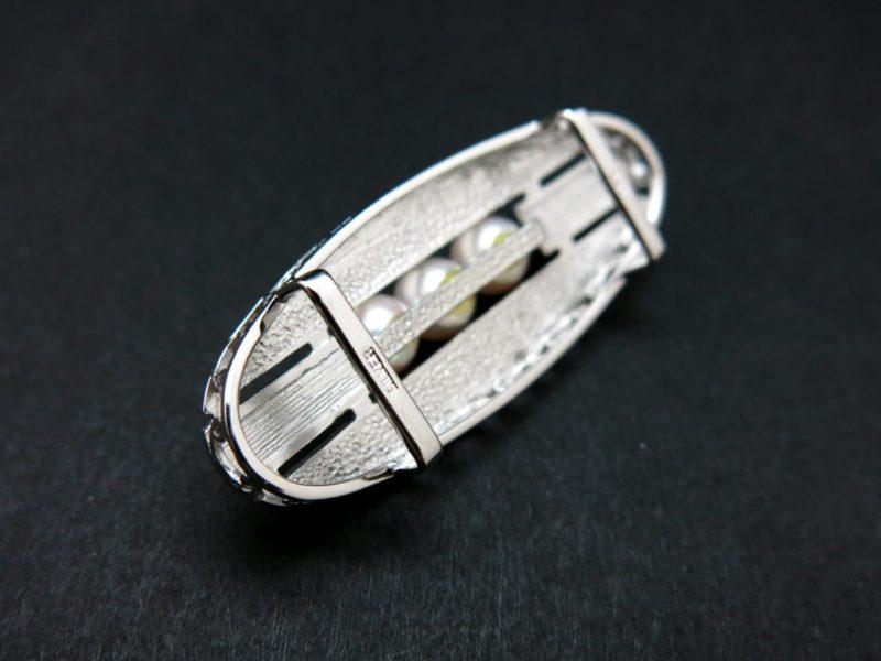銀製アコヤパール付き帯留