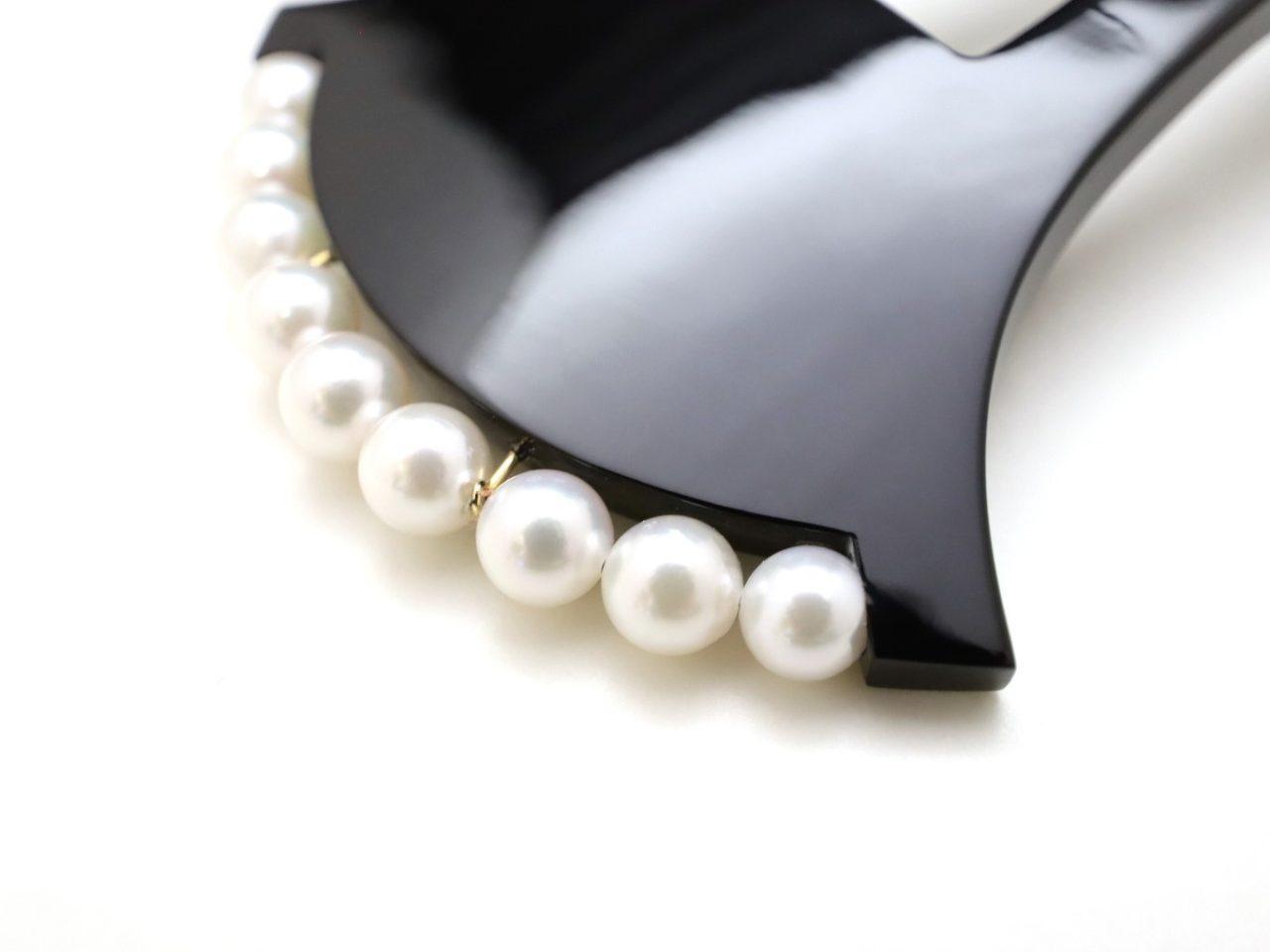 黒留袖、新郎新婦のお母さま、結婚式におすすめ、優しい印象の黒べっ甲パール付きかんざし2021・2種
