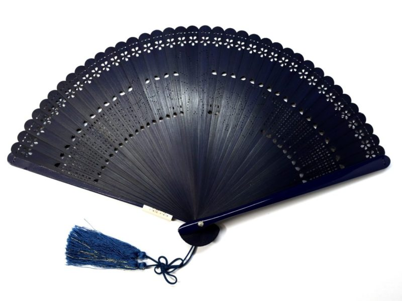 婦人用扇子2020・4種|総竹桜小花透かし彫り6寸扇子。洋装にもお勧めな京扇子。
