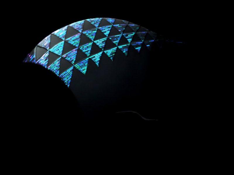 蒼翠色に輝く縁起物の鱗文様が美しい、べっ甲螺鈿かんざし2020