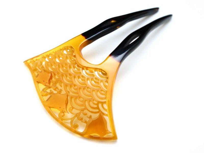 白鼈甲青海波波千鳥彫り簪 準礼装のキモノにお勧め