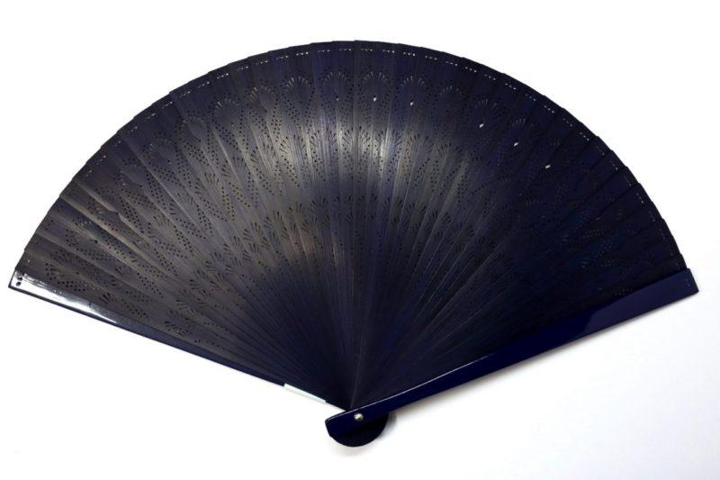 紳士用扇子2020・3種|総竹松透かし彫り7寸5分扇子。