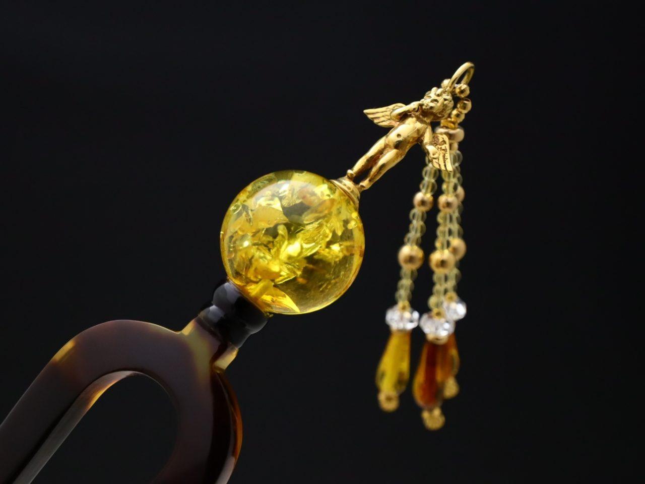 べっ甲18K天使の彫刻付琥珀玉かんざし《再》|邪気を祓い、人々の幸せ、世界平和への切なる願いを込めて。
