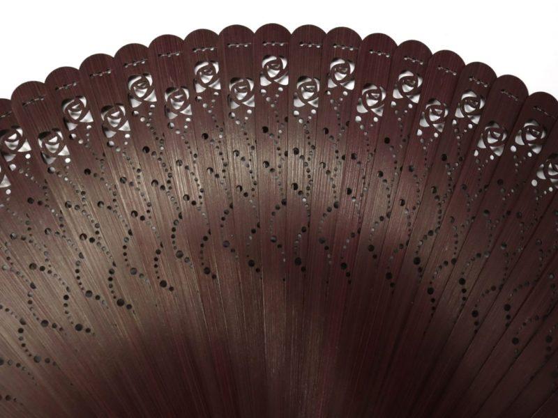 婦人用扇子2020・3種|総竹薔薇透かし彫り扇子。