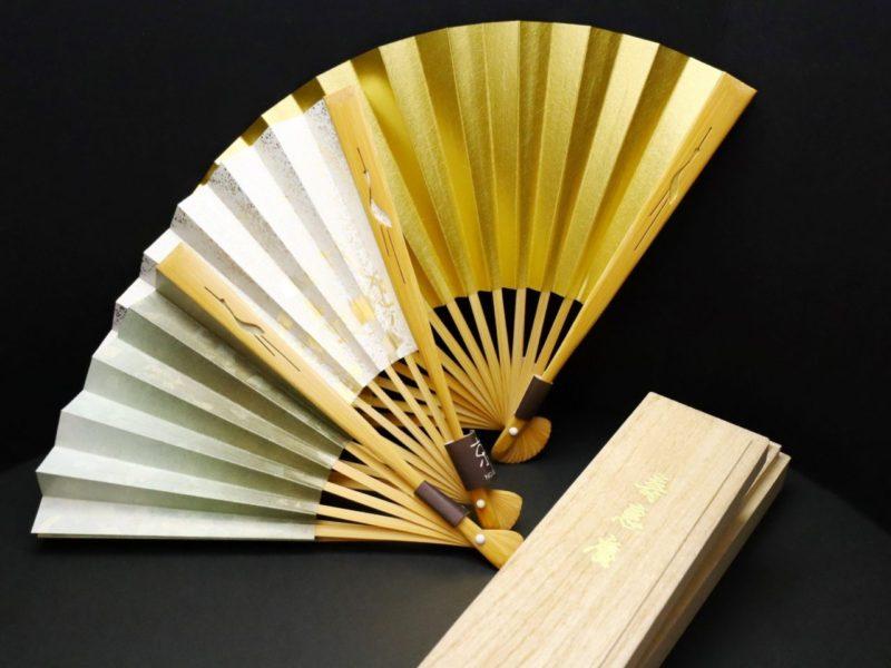 おしゃれな儀礼用扇子(末広)|白竹の親骨に鶴の彫刻、よそ行き用の末広。