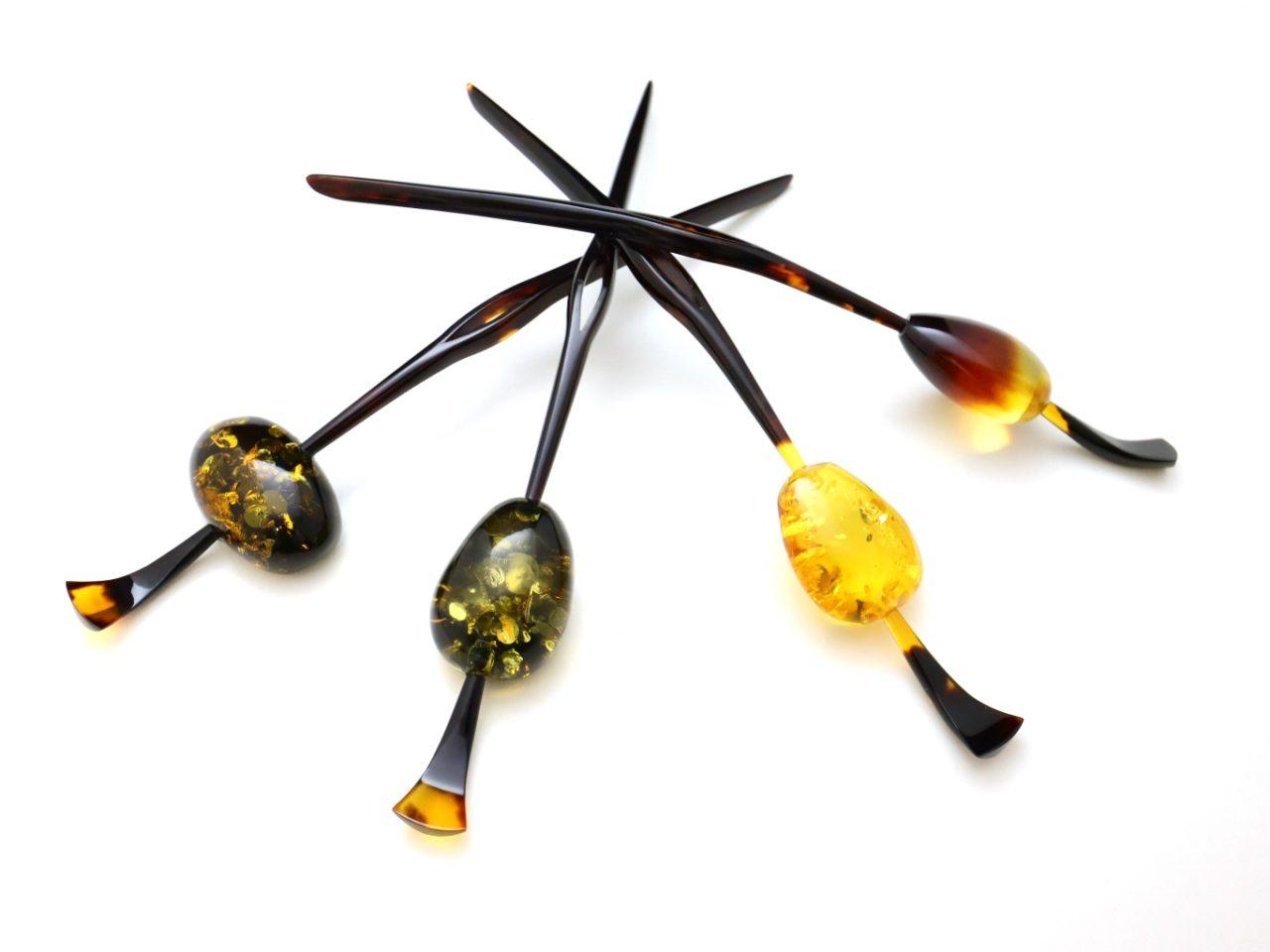べっ甲バルティックアンバー(琥珀)一本挿し2021|美しい天然琥珀の上品な輝きを纏う。